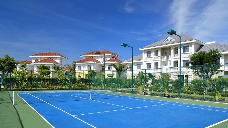 Sân tennis nội khu Chateau