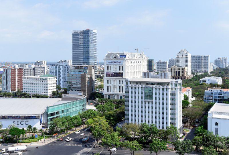 Góc giao lộ Đại lộ Nguyễn Văn Linh và Nguyễn Lương Bằng